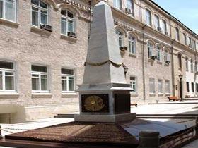 Ильхам Алиев посетил памятный комплекс в честь Азербайджанской Демократической Республики