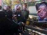 В Тегеране забросали ботинками портреты Буша