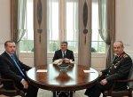 В Турции прошла встреча президента, премьер-министра и начальника Генштаба  ...